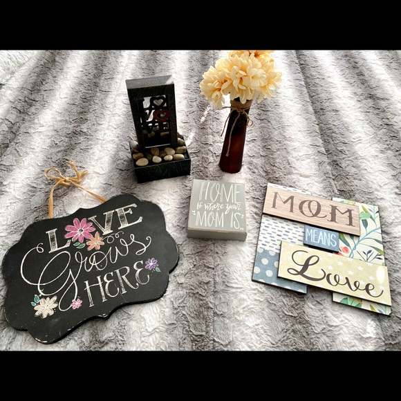 """Other - 5-PIECE """"MOM"""" THEMED HOME DECOR SET"""